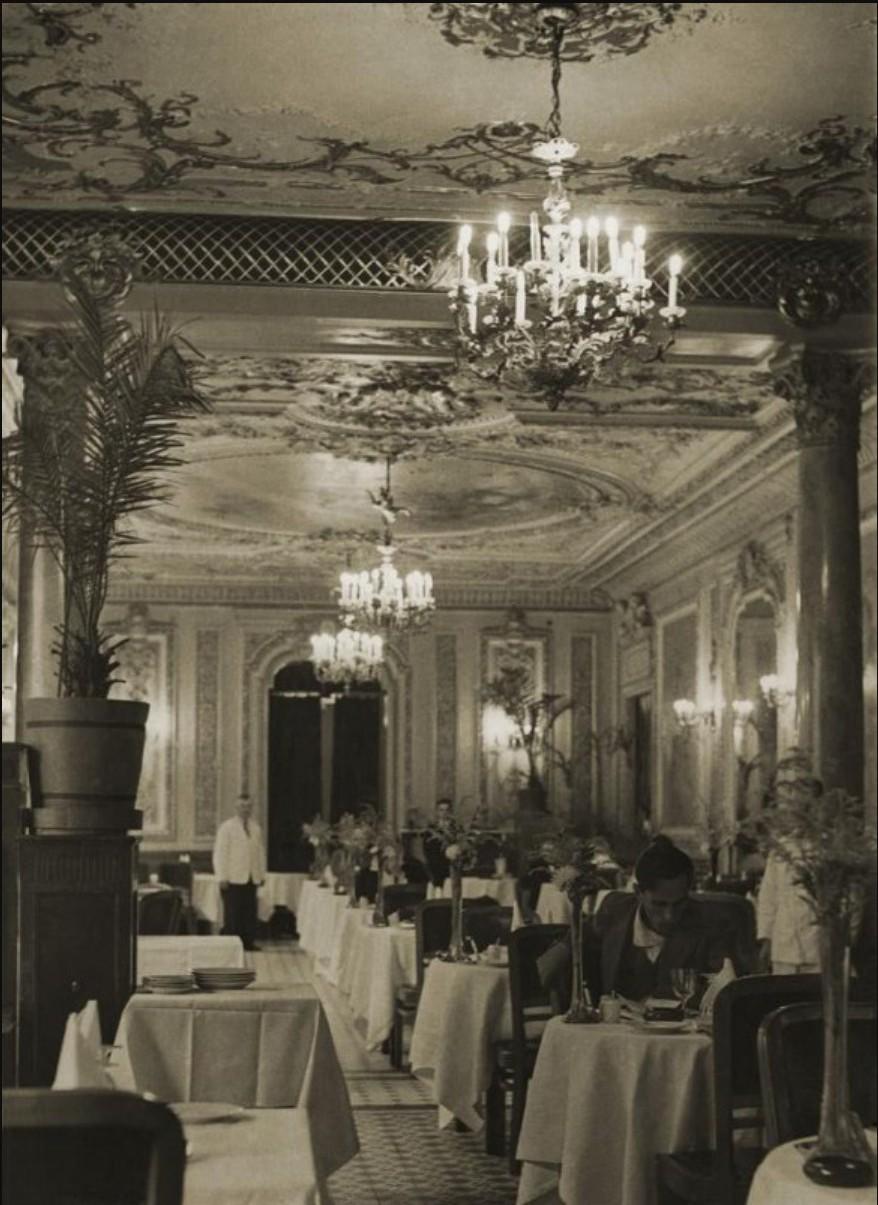 1930-е.  Ресторан гостиницы «Савой»