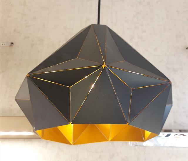 Geometric metal pendant lamp