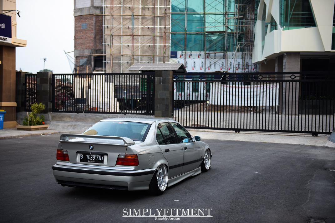 RICHARD'S STATIC SLAMMED BMW E36!