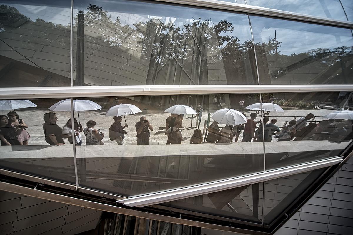 jeux de reflets à la Fondation Louis Vuitton 44314709915_814e5af2da_o