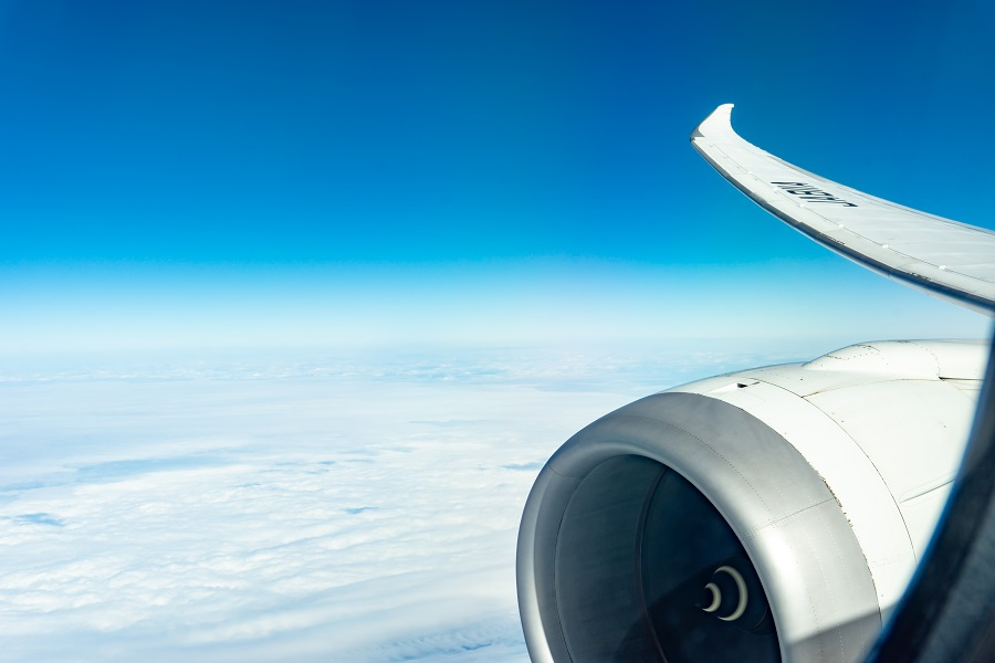 宮古島へのアクセスは飛行機で。那覇乗り継ぎで約4時間,直行便なら2~3時間!