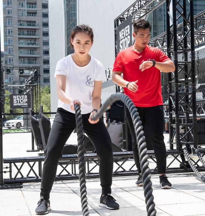 She's Mercedes混合肌力挑戰活動現場有戰繩、TRX等多樣肌力訓練體驗