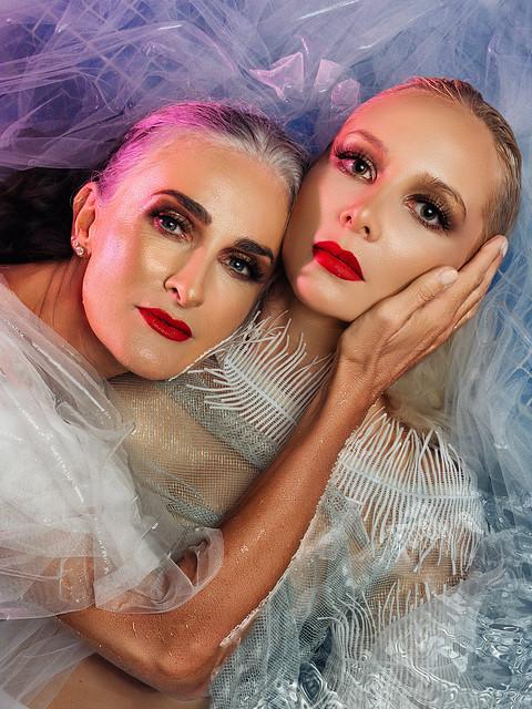 Caroline and Saskia-650