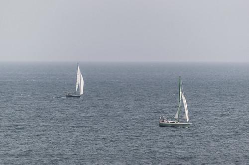 El mar y el cielo se ven igual de azules ... y en la distancia parece que se unen ....