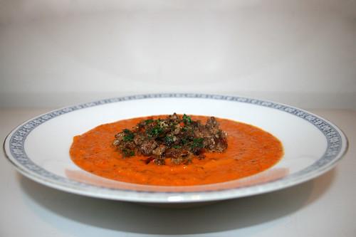 53 - Bell pepper carrot soup with mince gröstl - Side view / Paprika-Möhrensuppe mit Hackfleischgröstl - Seitenansicht