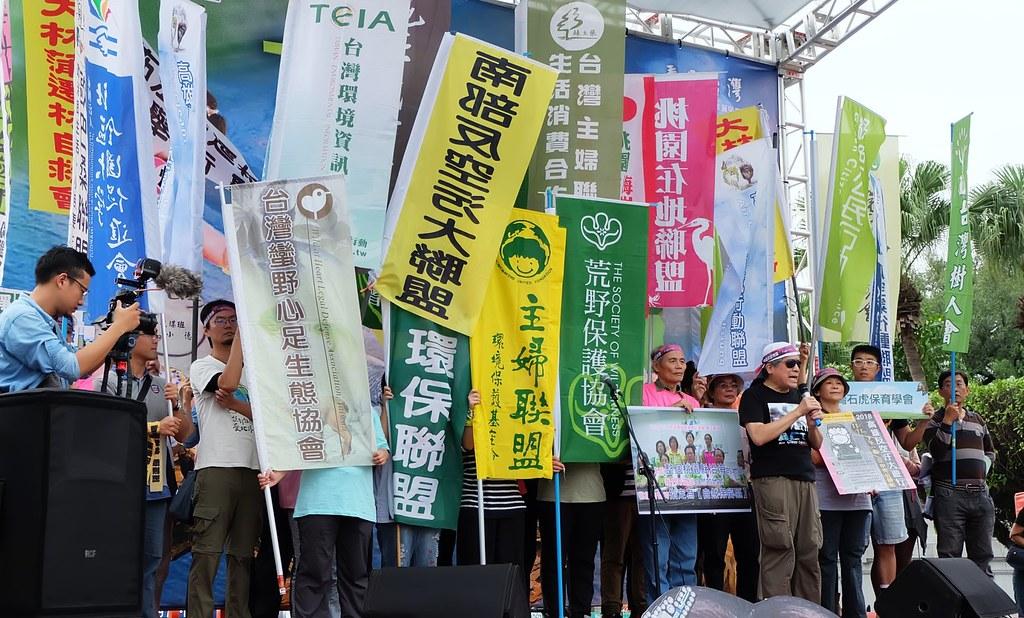 發起與協辦活動團體於出發前再次聲明反空污與環境保育立場。攝影:陳文姿