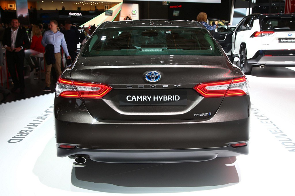 Toyota Camry Hybrid top