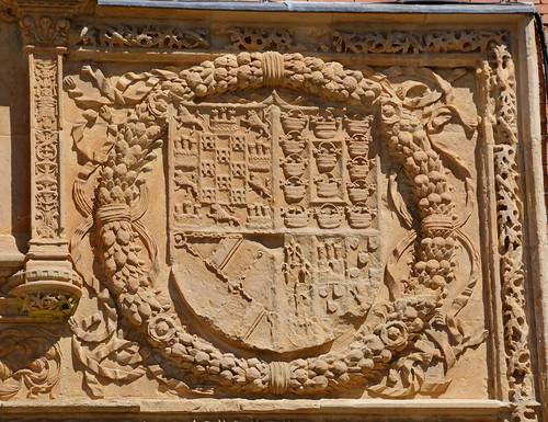 Benavente (Zamora-España). Antiguo Hospital de la Piedad. Portada. Escudo de Ana de Herrera y Velasco