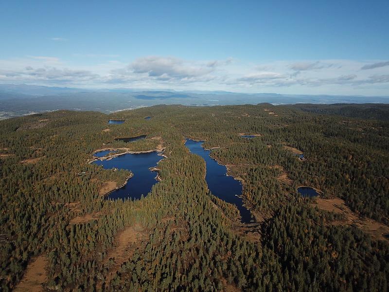 41-Kroktjern og Lang-Heggesjø fra Hovlandsfjell (drone)