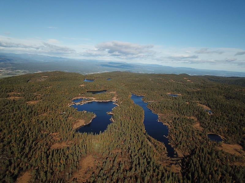 40-Kroktjern og Lang-Heggesjø fra Hovlandsfjell (drone)