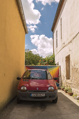 Twingo arc en ciel - Photo of Cessey-sur-Tille