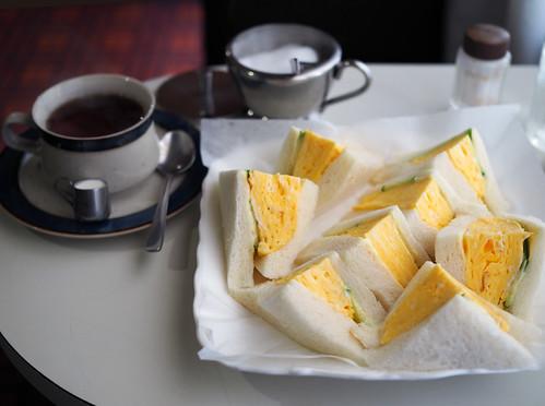 喫茶ラック・たまごサンドとミルクティー