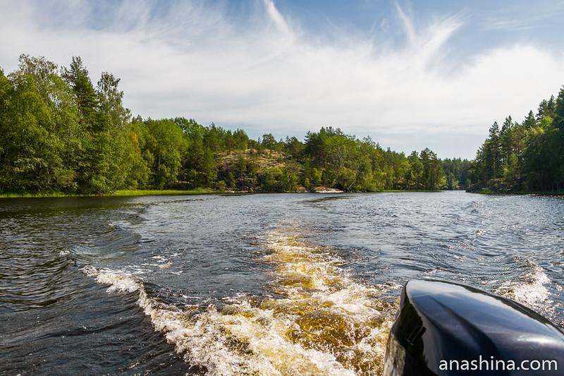 Пролив между островами, Ладожское озеро