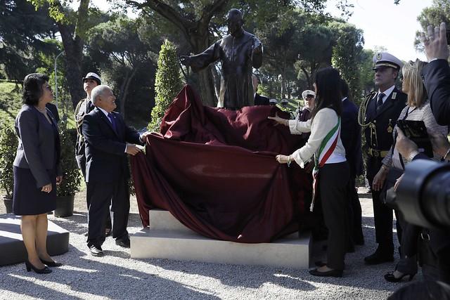 Develación de escultura de Monseñor Romero.