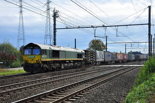 RTX 266.031 met Move-Intermodalshuttle komende van Montzen draait in Bilzen af naar diesellijn 21C