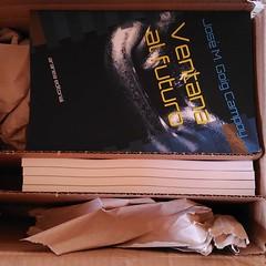 Acabo de recibir una caja llena de ejemplares de #Ventanaalfuturo :D