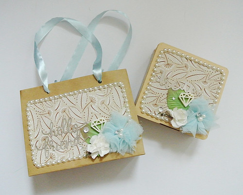 Decorated-box-and-gift-bag-set-for-a-visiting-friend