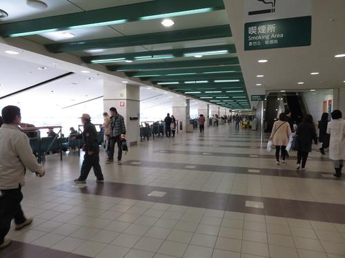 福島競馬場の2階コンコース