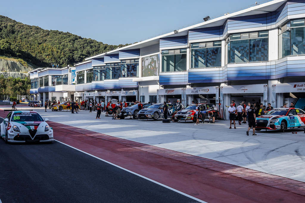 Ambiance pit lane, during the 2018 FIA WTCR World Touring Car cup of China, at Ningbo  from September 28 to 30 - Photo Marc de Mattia / DPPI