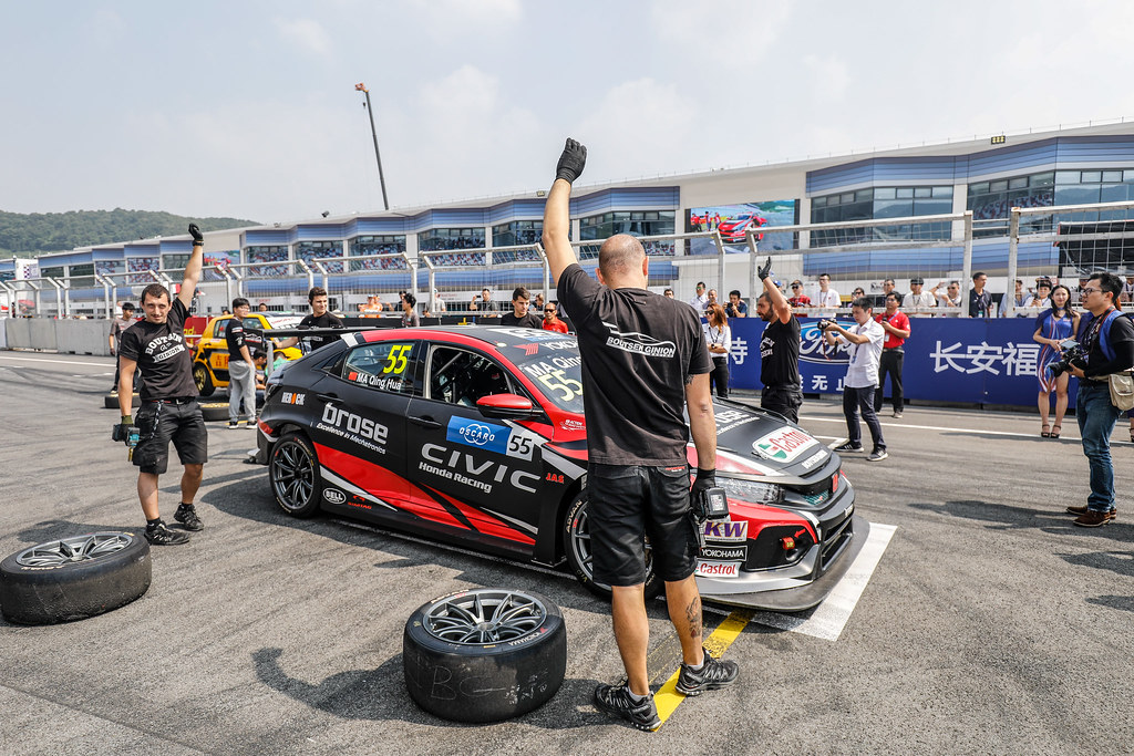 WTCR vs CTCC Pit Stop Tire exchange show,  during the 2018 FIA WTCR World Touring Car cup of China, at Ningbo  from September 28 to 30 - Photo Marc de Mattia / DPPI