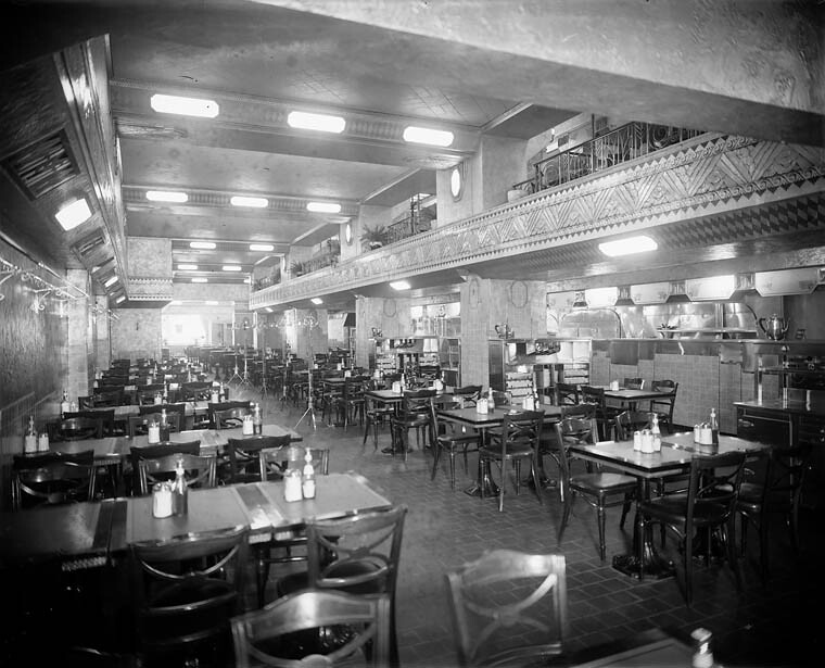 Art Deco Interieur : Interior of an art deco style restaurant or diner montreu2026 flickr
