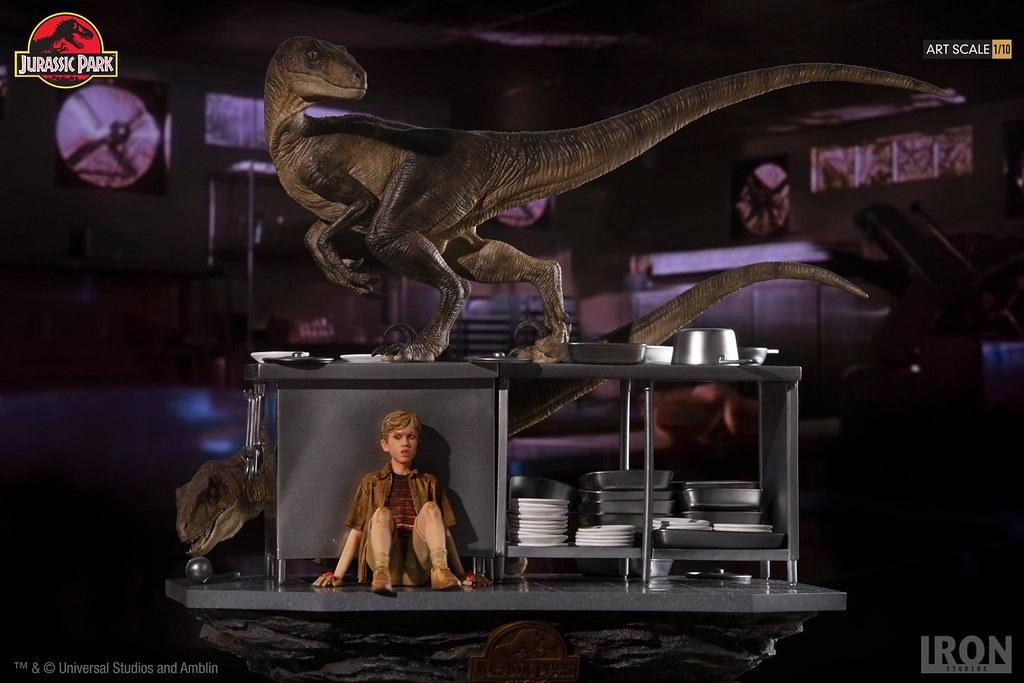 讓人捏把冷汗的場景立體化! Iron Studios《侏羅紀公園》廚房裡的迅猛龍 Velociraptors in the Kitchen 1/10 比例全身場景雕像作品