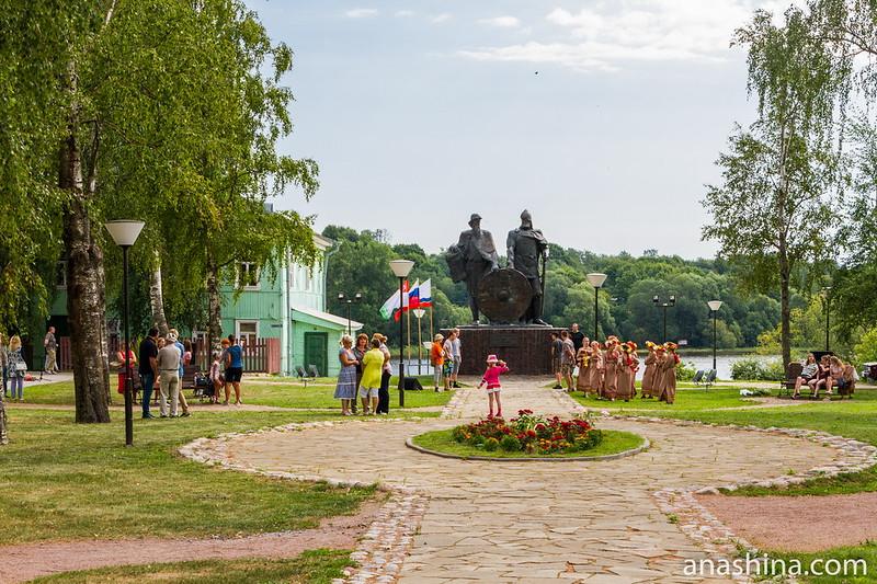 Памятник Рюрику и Вещему Олегу, Старая Ладога
