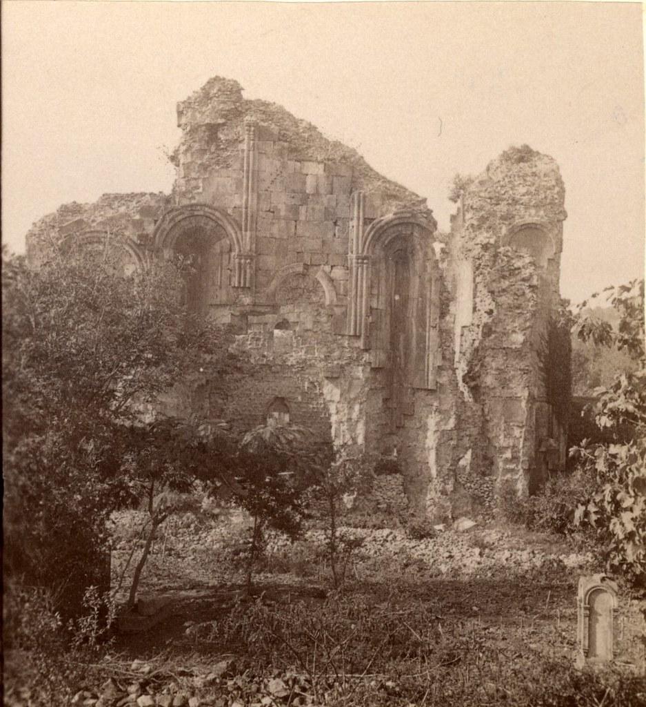 Развалины монастыря Соломона, восточная сторона снаружи