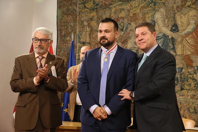 Medalla de Oro de Cruz Roja Española a Juan Ramón Amores