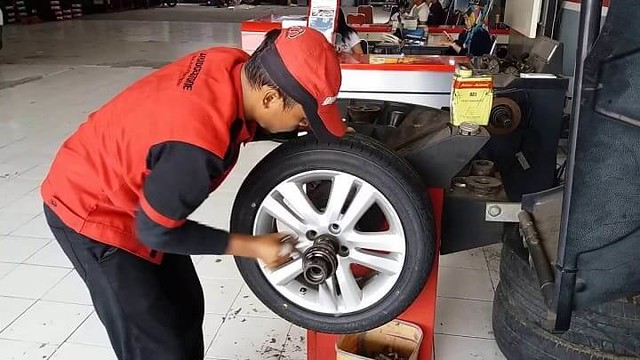 4678 How to Analyze that your Car Wheel Balancing is out 03