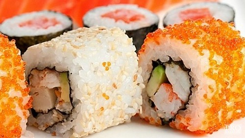 How beautiful to take pictures of sushi and rolls
