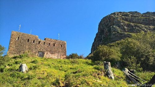 A glance up the King's Blockhouse with Devil's Peak in the background.