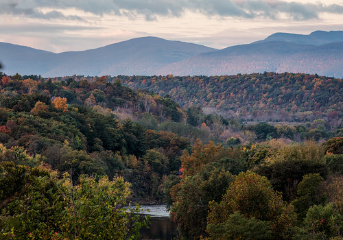 catskill newyork unitedstates us canon 5dsr ef70200f28isiiusm 7020028lisii ef availablelight clouds colors fall mountains manfrotto geotag gps creek fallcolors