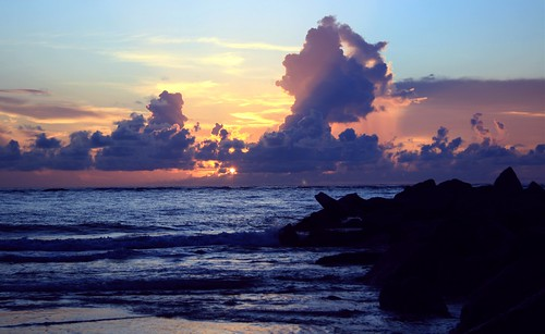 artisticsunrisephotography sunrise florida summer northernflorida 7618 unitedstates usa saintaugustineflorida villanobeach 2018 beach sea sand water atlanticocean waves ocean jetty sky cloudscape fun july2018 landscape riseandshine boulders quartasunset450