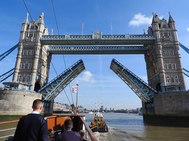 Going under Tower Bridge, Nikon COOLPIX P610