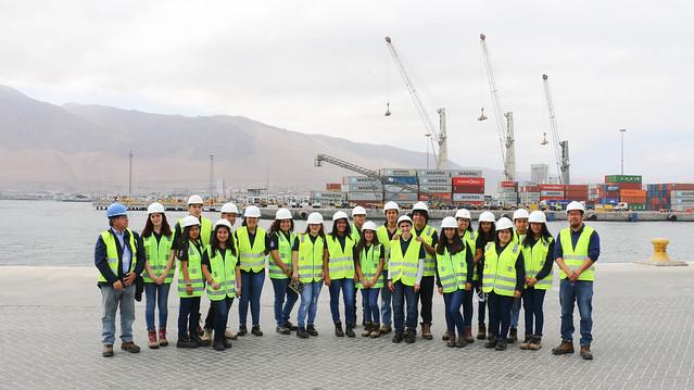 Visita de alumnos del Instituto del Mar