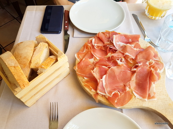Proscuitto crudo di Parma Riserva with bread
