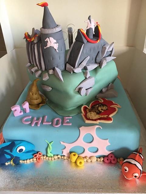 Cake by Loumakescakes