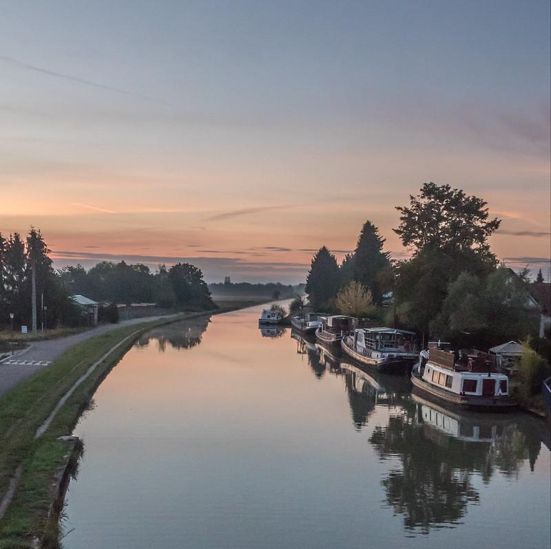 Matin calme sur le canal... 45263909711_d76f73d52c_c