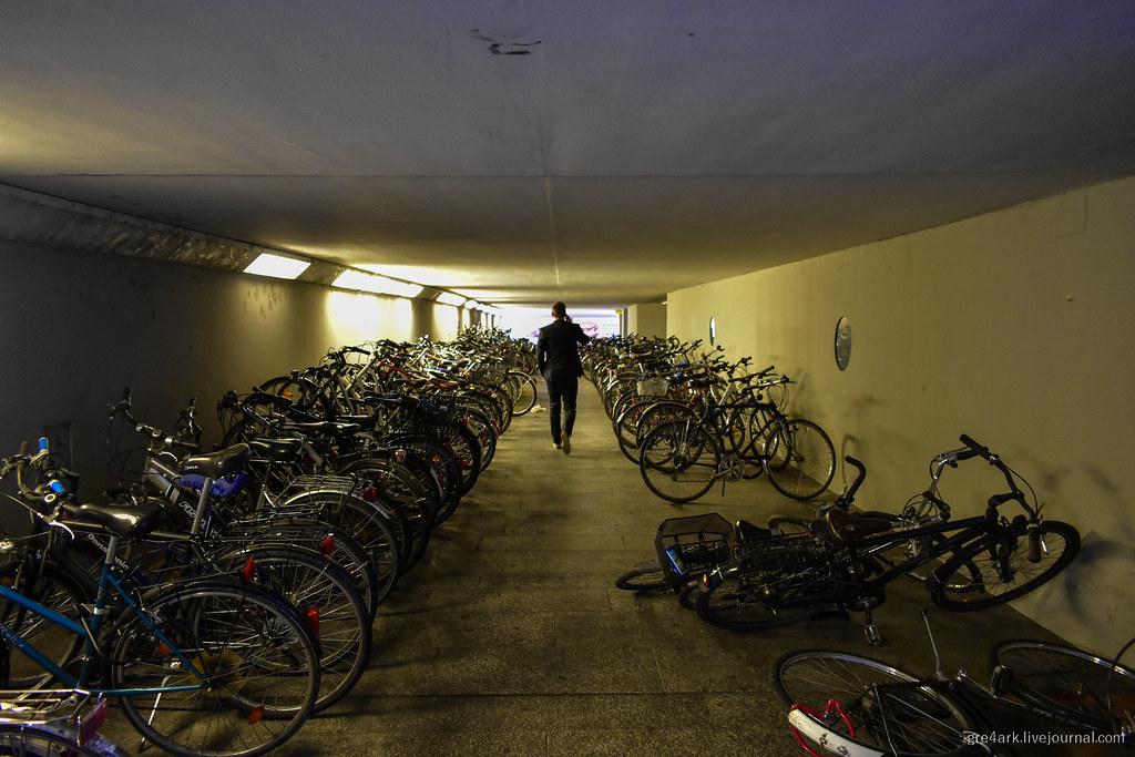Уличные велопарковки: как надо и не надо делать