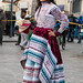 Joven vestida de fiesta en Chivay