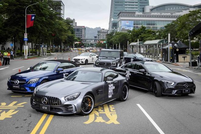 Mercedes-Benz 特為此次活動打造超最高規格車隊共襄盛舉,除了 The new CLS以外,更創造出價值近五千萬的夢幻車隊