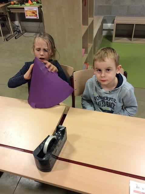 Heksenhoeden maken in het eerste leerjaar