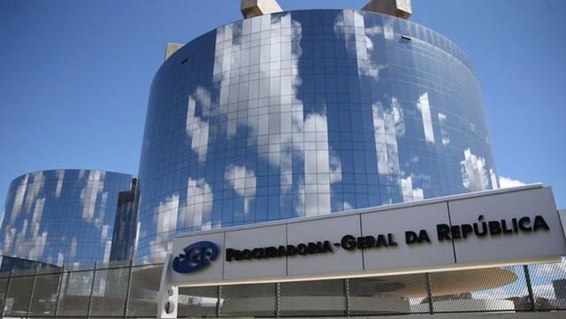 """Juristas pedem ao MPF providências contra jogo """"Bolsomito 2k80"""""""