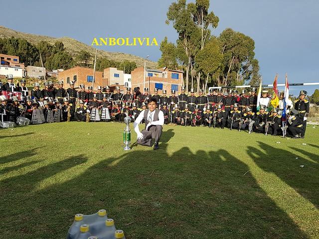 BANDA DE COLEGIO PEDRO DOMINGO MURILLO DE LA ASUNTA GANA TROFEO EN EL FESTIVAL INTERNACIONAL DE BANDAS DE TIQUINA