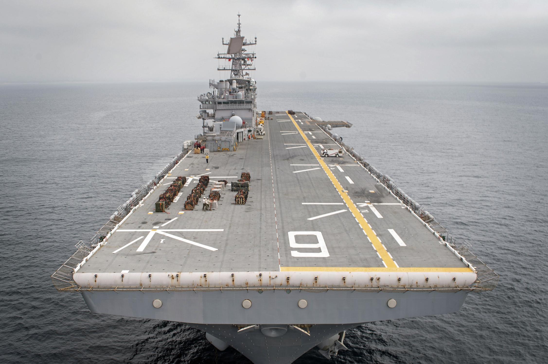 Amphibious assault ship (LHA - LHD - LPD) - Page 5 44368245664_f6895de5db_o