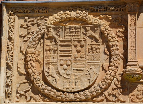 Benavente (Zamora-España). Antiguo Hospital de la Piedad. Portada. Escudo de Alfonso Pimentel, V conde de Benavente
