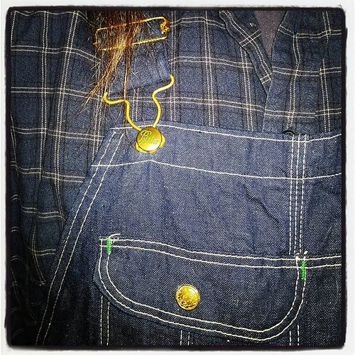 Color-matching FTW (I usually try to contrast, but matching it up is nice on occasion) #ootd #overalls #dungarees #biboveralls #vintage #pointerbrand #lckingmfg #denim #rawdenim #bluedenim #denimoveralls #overallsarelife #flannel #plaid