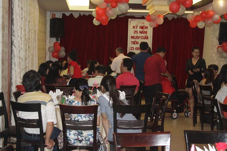 Ảnh tiệc kỷ niệm ngày cưới của anh Tiến và chị Nho! Nhà hàng Quá Ngon