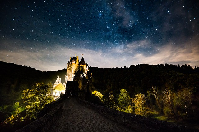 Sternenhimmel über der Burg Eltz